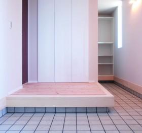 杉無垢材の梁が印象的 20代で建てる注文住宅-玄関-|郡山市 注文住宅 大原工務店の施工例