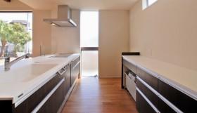 ワンランク上の暮らしを実現する高級感あふれる都市型住宅-キッチン-|郡山市 注文住宅 大原工務店の施工例
