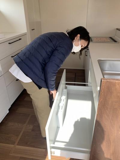 キッチン周りをチェックしています!|郡山市 新築住宅 大原工務店のブログ