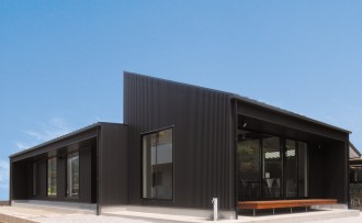 シンプルモダン 黒が美しい上質ワンフロアの平屋-外観-|郡山市 注文住宅 大原工務店の施工例