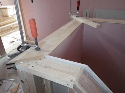 階段笠木の施工です。|郡山市 新築住宅 大原工務店のブログ