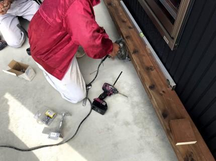 コンクリートビスの下穴開け作業 | 郡山市 新築住宅 大原工務店のブログ