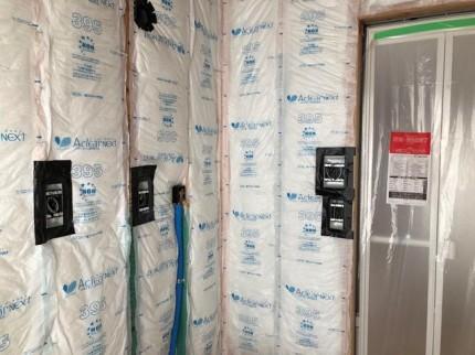 断熱材の施工と気密テープ処理です。|郡山市 新築住宅 大原工務店のブログ