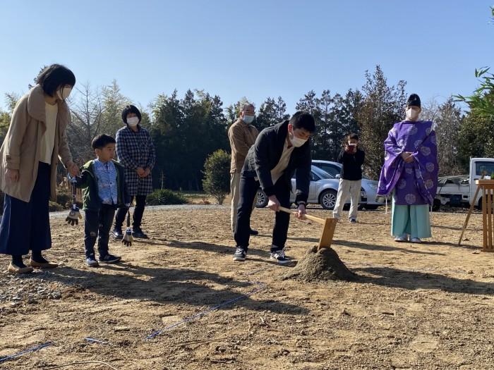 鍬入れの儀を行っているところです。郡山市日和田町| 郡山市 新築住宅 大原工務店のブログ