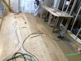 フローリングを貼って行きます。郡山市昭和  郡山市 新築住宅 大原工務店のブログ