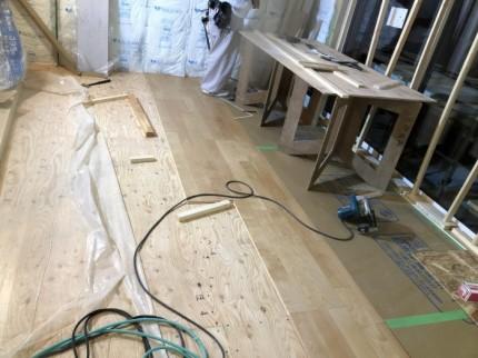 フローリングを貼って行きます。郡山市昭和| 郡山市 新築住宅 大原工務店のブログ