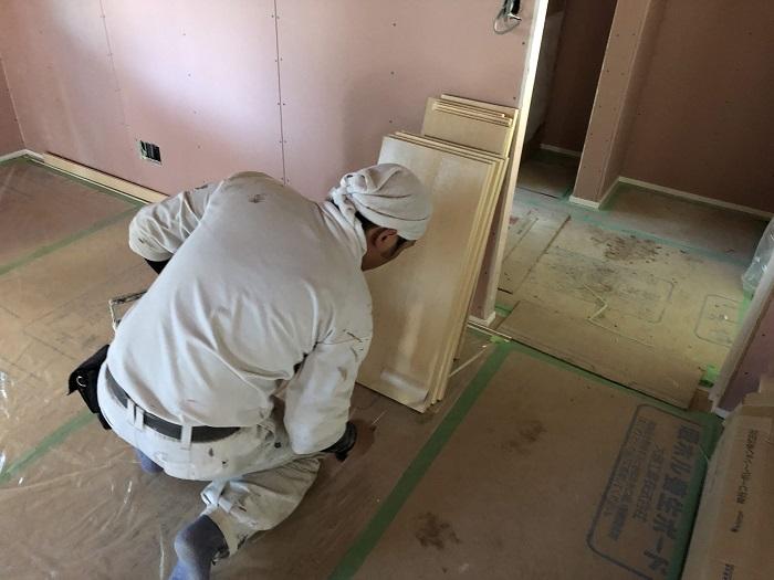 可動棚を塗装しています 郡山市安積町 |郡山市 新築住宅 大原工務店のブログ
