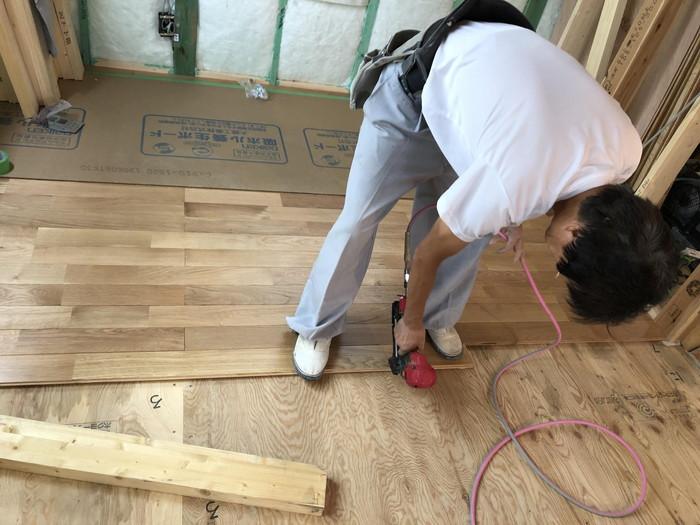 床板の止付けです。|郡山市 新築住宅 大原工務店のブログ