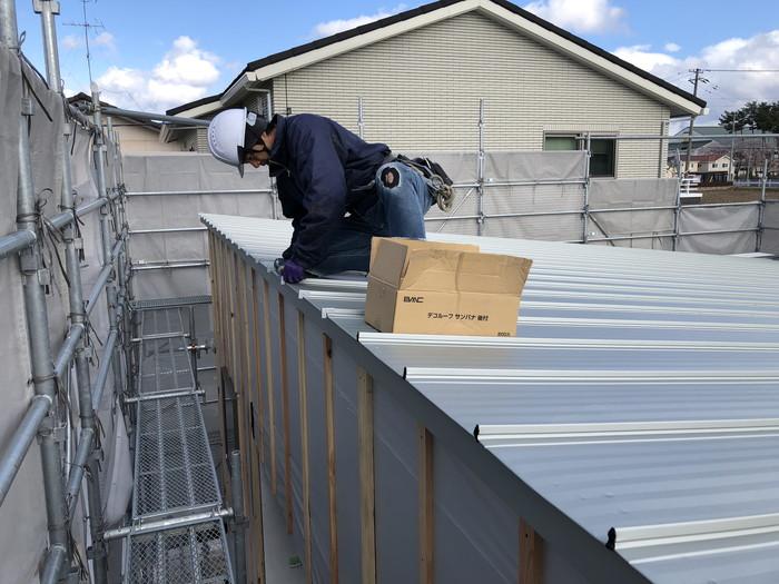 ガルバリウム鋼板の屋根の仕上げです。|郡山市 新築住宅 大原工務店のブログ