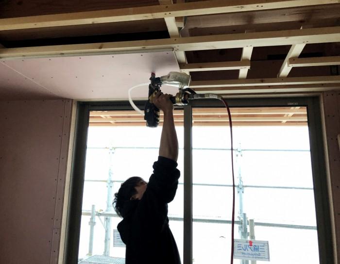 石膏ボードを貼っていきます。岩瀬郡鏡石町| 郡山市 新築住宅 大原工務店のブログ
