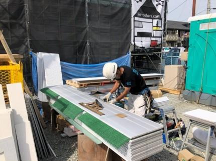 新築平屋モデルの外壁工事です。