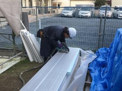 外壁材を寸法通りに加工していきます。郡山市昭和| 郡山市 新築住宅 大原工務店のブログ