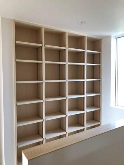 新築の造作本棚です。