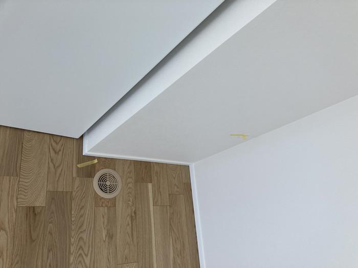 汚れがあるところにマスキングテープを貼ります。郡山市喜久田町F様邸| 郡山市 新築住宅 大原工務店のブログ