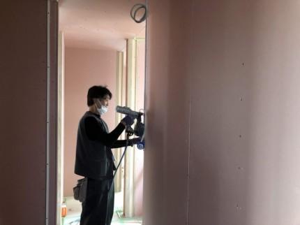 壁の石膏ボードを貼っております。郡山市大槻町| 郡山市 新築住宅 大原工務店のブログ