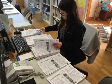 ニュースレターの発送準備をする黒須です。郡山市安積町|郡山市 新築住宅 大原工務店のブログ