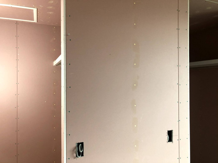 壁紙のパテ埋めです。|郡山市 新築住宅 大原工務店のブログ