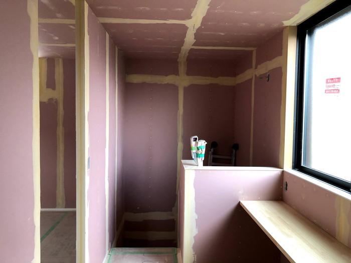 クロス屋さんのパテ処理です。|郡山市 新築住宅 大原工務店のブログ