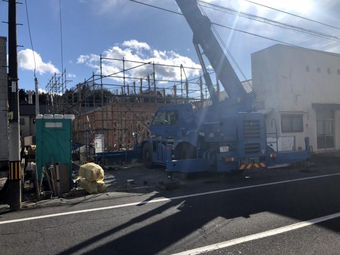 レッカー車で木材を上げています。田村郡三春町| 郡山市 新築住宅 大原工務店のブログ