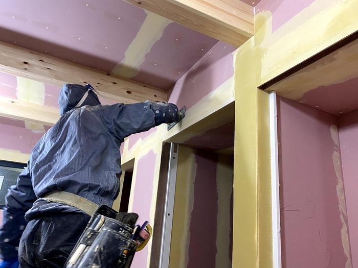 パテ塗りをした様子です。郡山市久留米| 郡山市 新築住宅 大原工務店のブログ
