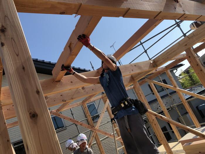 つなぎを組んでいきます。 郡山市 新築住宅 大原工務店のブログ