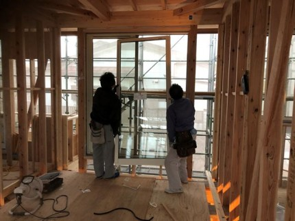 ガラス(障子)の取付です。|郡山市 新築住宅 大原工務店のブログ