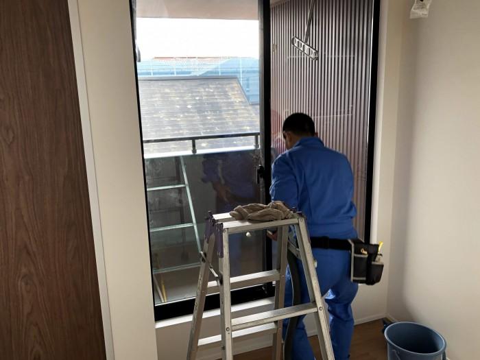 サッシを掃除しています 郡山市日和田町 |郡山市 新築住宅 大原工務店のブログ