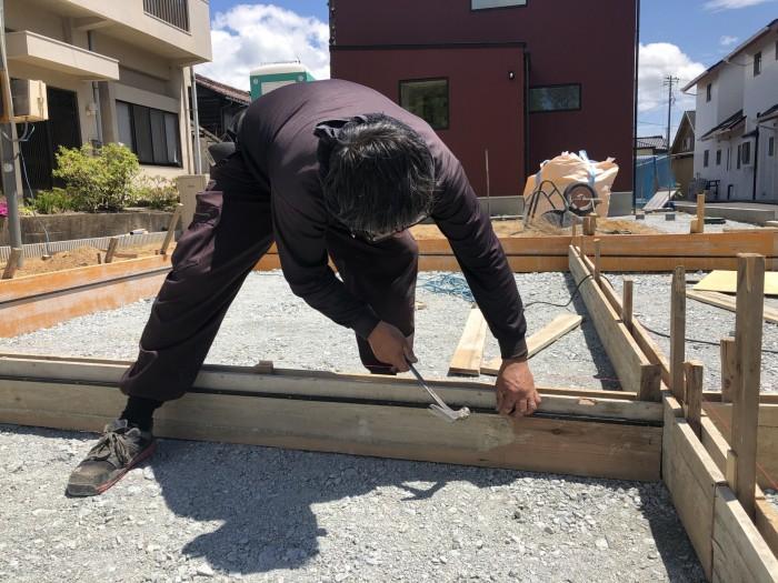 線に合わせて打っていきます。郡山市日和田町| 郡山市 新築住宅 大原工務店のブログ