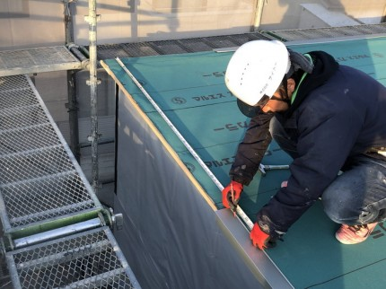 新築の屋根の仕上げです。|郡山市 新築住宅 大原工務店のブログ新築の屋根の仕上げです。|郡山市 新築住宅 大原工務店のブログ