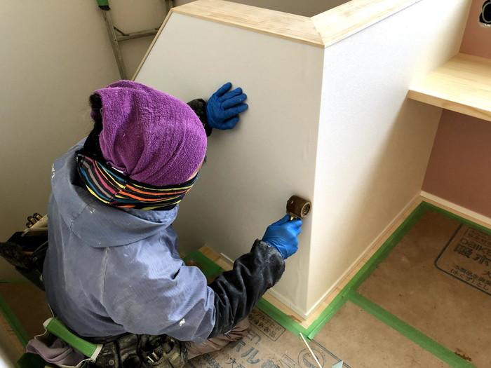 ローラーを使って仕上げていきます。郡山市久留米| 郡山市 新築住宅 大原工務店のブログ
