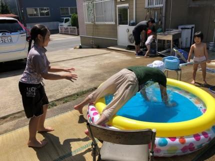 プール遊びです。