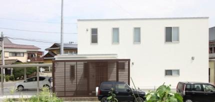 玄関にオシャレな目隠しルーバーがあります。郡山市富田町| 郡山市 新築住宅 大原工務店のブログ