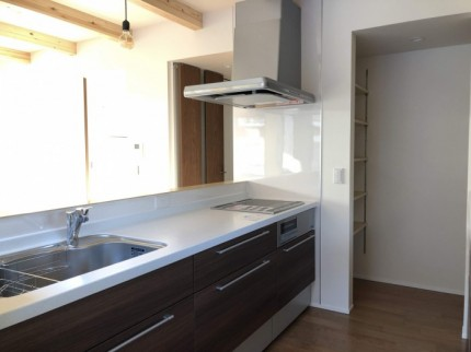 キッチン横にパントリーがあります。郡山市富田町| 郡山市 新築住宅 大原工務店のブログ