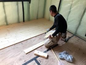 無垢材の床板張りです。|郡山市 新築住宅 大原工務店のブログ