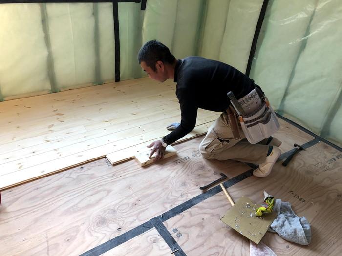 無垢材の床板施工です。|郡山市 新築住宅 大原工務店のブログ