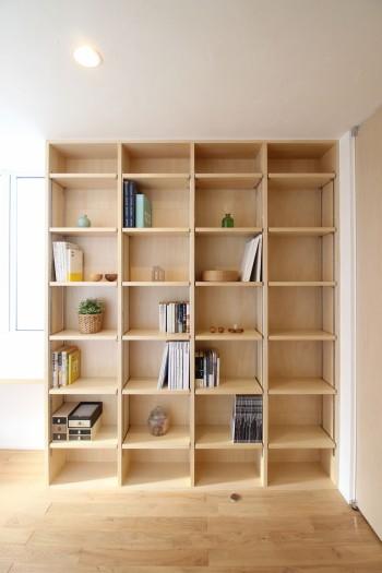 棚板を自由に動かせる可動棚で、空間のアレンジもできます。郡山市小原田