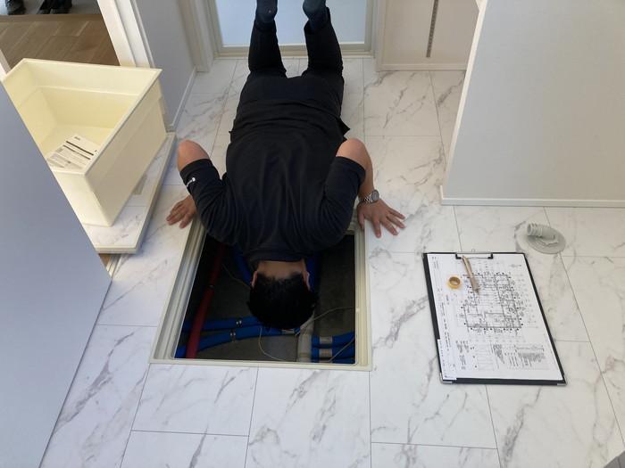 床下点検口もしっかり見てきましたよ~。郡山市富久山町F様邸| 郡山市 新築住宅 大原工務店のブログ
