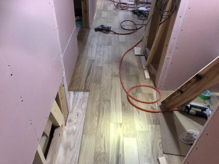 廊下のフローリング張りです。|郡山市 新築住宅 大原工務店のブログ