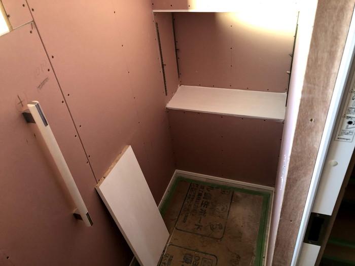 トイレの棚板の塗装です。|郡山市 新築住宅 大原工務店のブログ