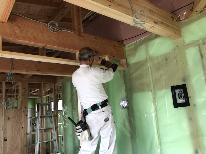 コンセントボックスの気密処理です。|郡山市 新築住宅 大原工務店のブログ