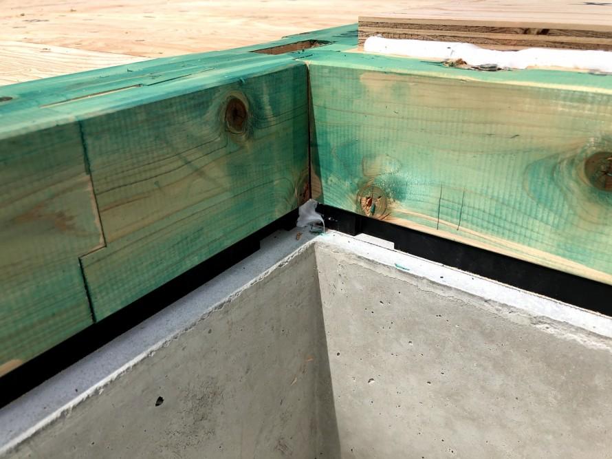 気密パッキンで土台と基礎の間の隙間をなくします。|郡山市 新築住宅 大原工務店のブログ