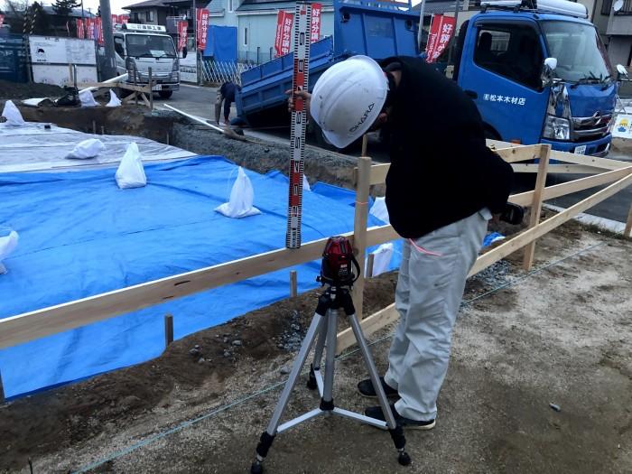 丁張の高さを測ります 郡山市喜久田町 |郡山市 新築住宅 大原工務店のブログ