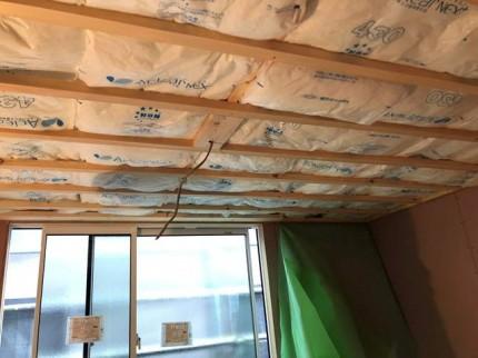 新築の天井断熱材です。