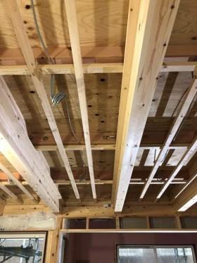 新築の天井の下地です。