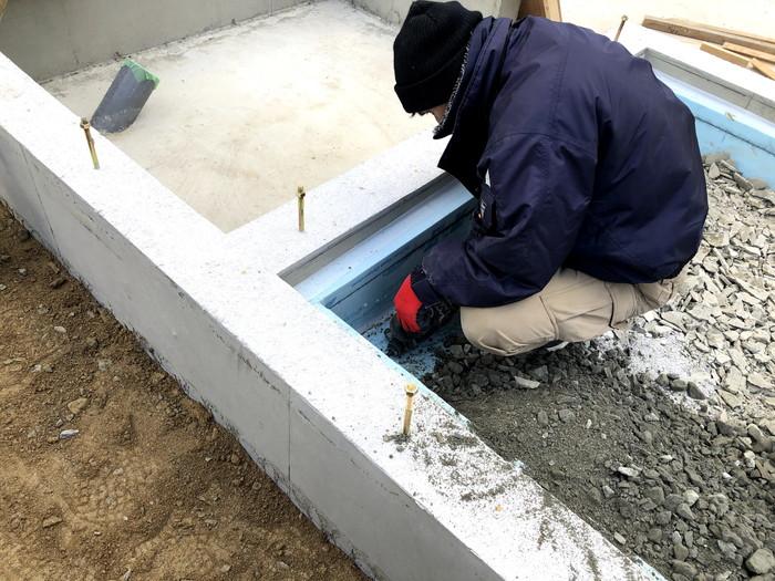 土間部分に、砕石を敷いていきます。郡山市安積町| 郡山市 新築住宅 大原工務店のブログ