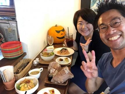 妻と昼食です。