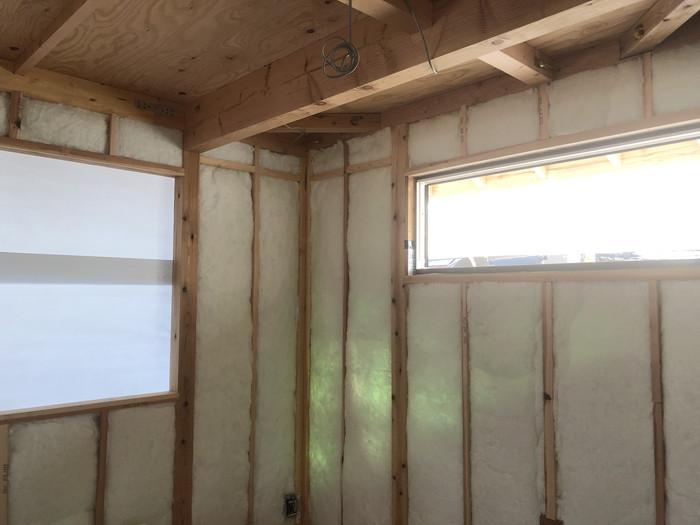 アクリアウールの充填です。|郡山市 新築住宅 大原工務店のブログ