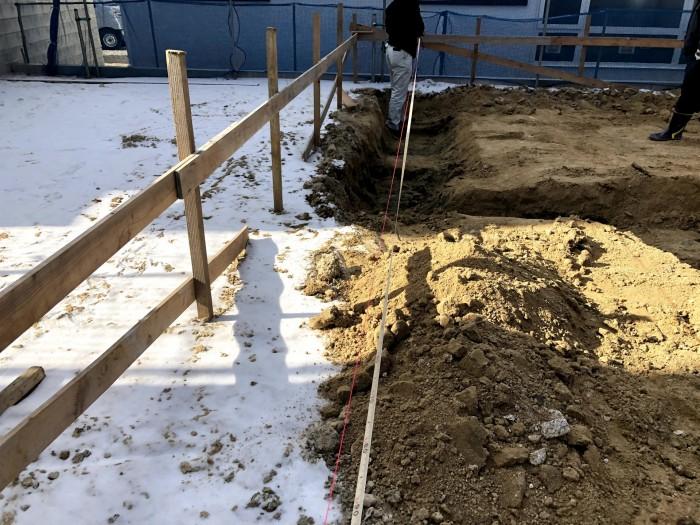まずは土地の長さを測っていきます。須賀川市森宿| 郡山市 新築住宅 大原工務店のブログ