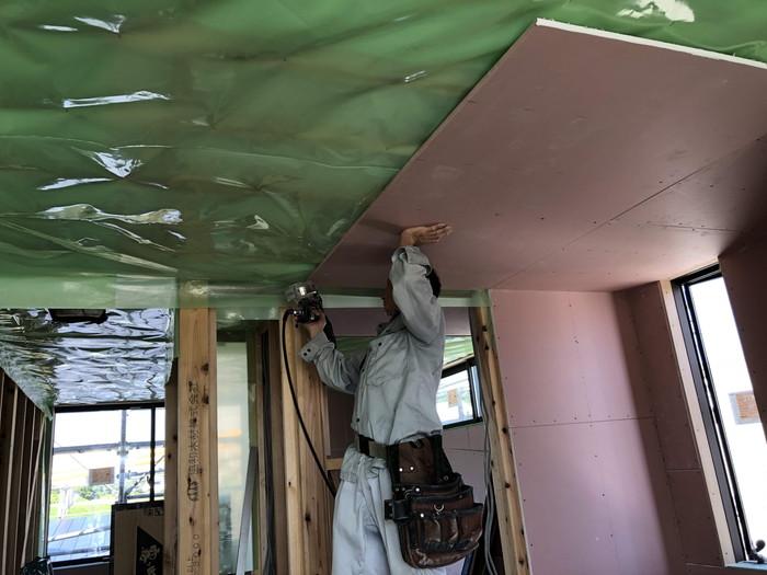 石膏ボードを張っていきます。|郡山市 新築住宅 大原工務店のブログ