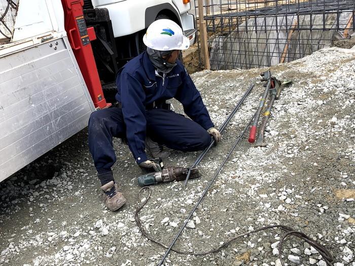 鉄筋を切っています。須賀川市森宿W様邸| 郡山市 新築住宅 大原工務店のブログ